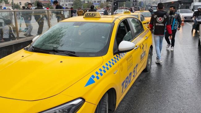 Kurallara uymayan taksiciler turist kılığındaki polise yakalandı