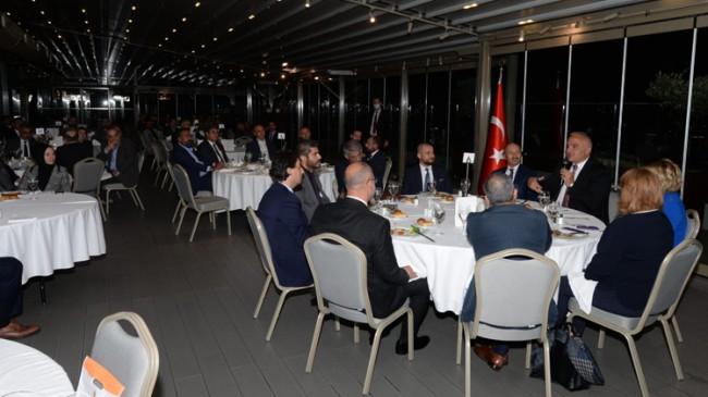 AK Parti İstanbul İl Başkanlığı, Bakan Ersoy'u turizmcilerle buluşturdu