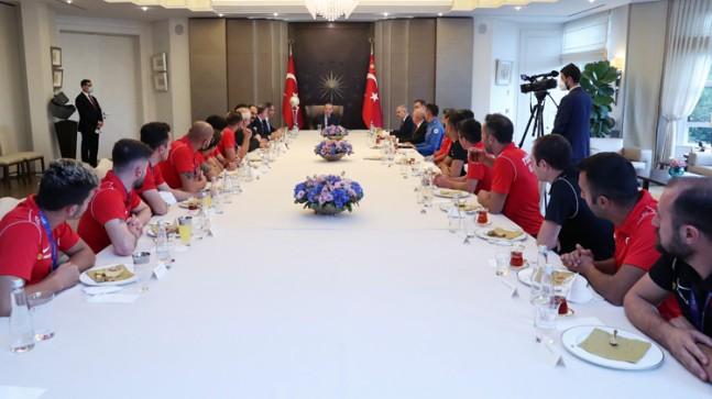 Cumhurbaşkanı Erdoğan, Avrupa Şampiyonu Ampute Millilerimizi kabul etti