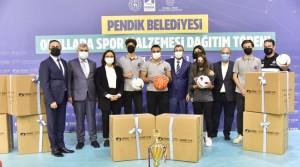 Pendik Belediyesi'nden okullara spor malzemesi desteği verildi