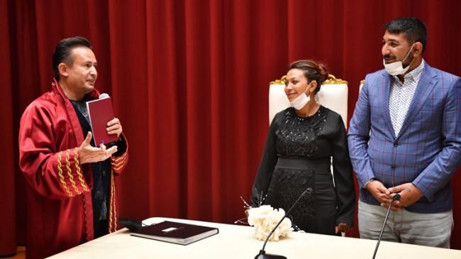 Tuzla Belediye Başkanı Doktor Şadi Yazıcı, Roman çiftin nikahını kıydı