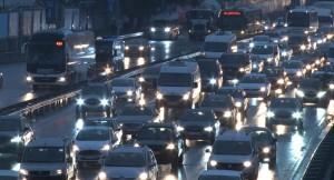 Yağmur, İstanbul'da trafiği kilitledi